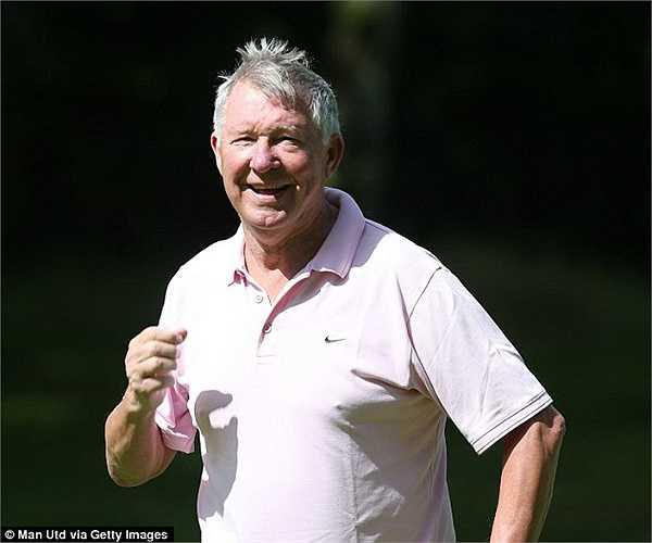 Giữa lúc dư luận bàn tán về hiệu quả Darmian thì các sao Man Utd lại thong thả chơi golf cùng cựu HLV Sir Alex Ferguson.
