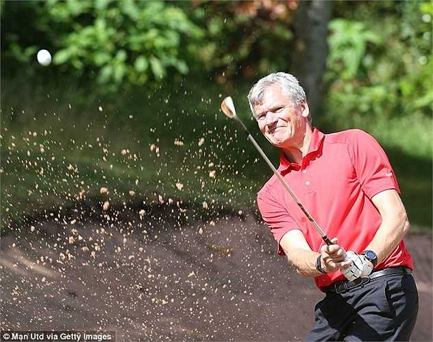 Cựu GĐĐH của Man Utd - David Gill cũng có mặt trong buổi chơi golf. Hiện David Gill đóng vai trò khá quan trọng ở các bộ máy lãnh đạo bóng đá Anh cũng như châu Âu.