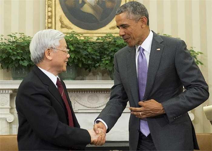 Tổng thống Mỹ bắt tay Tổng Bí thư trong Phòng Bầu dục của Nhà Trắng