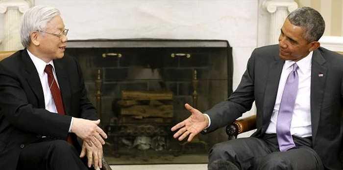Tổng thống Obama nói chuyện với Tổng Bí thư Nguyễn Phú Trọng