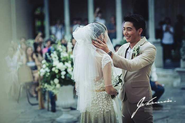 Người đẹp kết hôn với ca sỹ Tono Pakin năm 2013.