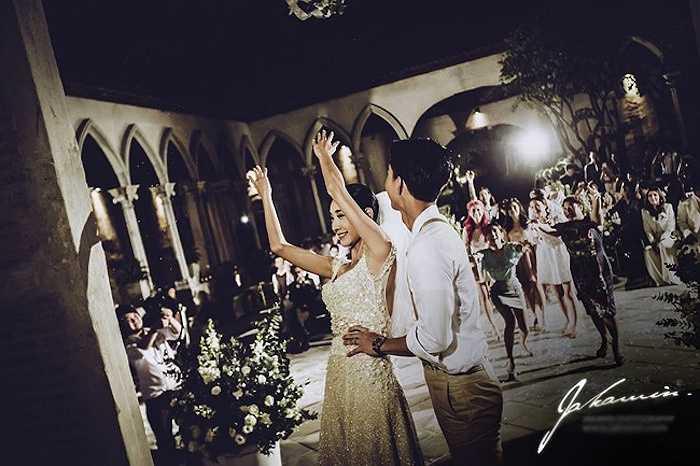 Cả hai đều là ngôi sao của làng giải trí xứ Chùa Vàng nhưng đám cưới vẫn làm nhiều khán giả bất ngờ.