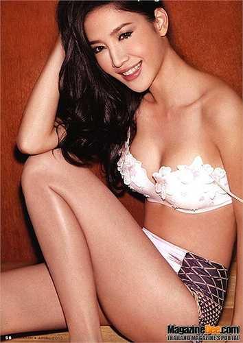 Nhiều bức ảnh bán khỏa thân của Tangmo được đăng trên tạp chí.