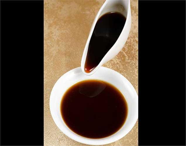 4. Bột ngọt có trong nước tương trong khi sản xuất nước tương, acid glutamic được hình thành, nó có độc tính cao, ảnh hưởng đến chức năng thần kinh. Bột ngọt được thêm vào còn làm tăng thêm hương vị cho nước tương.