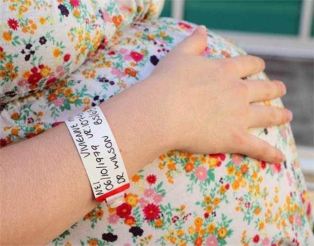 10. Đậu nành không an toàn trong thời gian mang thai: Bởi vì tất cả hóa chất độc hại có trong các sản phẩm đậu nành, các sản phẩm đậu nành bao gồm nước tương không an toàn trong quá trình mang thai vì nó có thể cản trở sự phát triển của em bé.