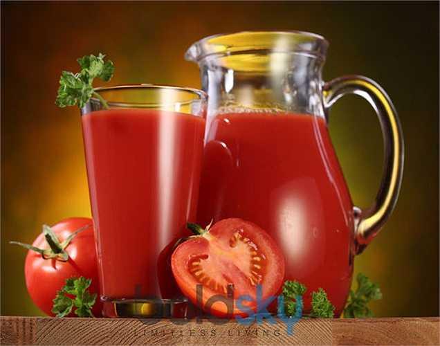 Thực phẩm có tính axit: Các thực phẩm đầu tiên nên tránh khi điều trị bằng kháng sinh là những thực phẩm chứa hàm lượng axit cao như: Sô cô la, trái cây họ cam quýt, cà chua….Vì chúng có ảnh hưởng đến khả năng hấp thụ thuốc của cơ thể.