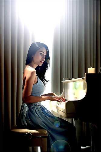 'Sài Gòn bận lắm' kể về câu chuyện tình yêu của một cô gái đầy những cô đơn giữa Sài Gòn hoa lệ lắm bộn bề.