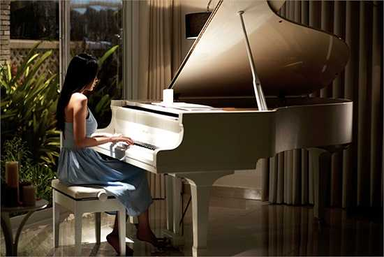 Bài hát còn là hồi ức về những kỉ niệm một thời, những trăn trở giữa tình yêu và cuộc đời, là sự chờ đợi vô cùng tận của người con gái dành cho người mình yêu.