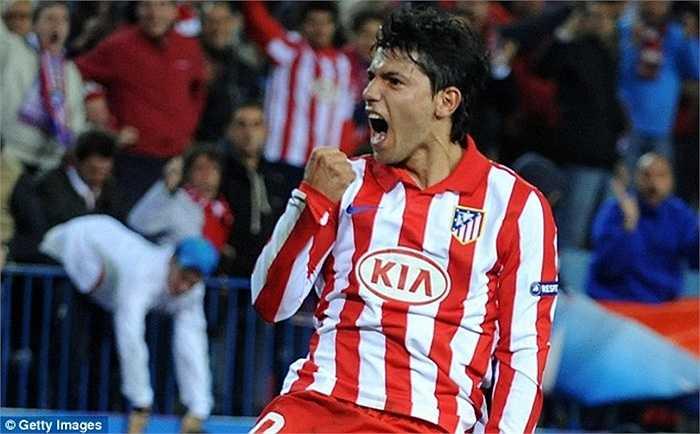 Tiếp bước đàn anh, Sergio Aguero cũng đến Premier League. Bến đỗ của El Kun là Man City, với số tiền 32 triệu bảng hồi năm 2011
