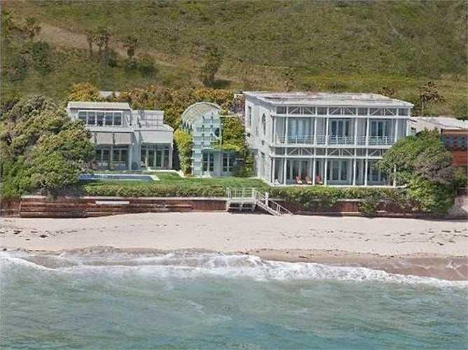 Ellison đã mua nhà của cựu Giám đốc điều hành Yahoo Terry Semel với giá 37 triệu USD hồi năm 2012
