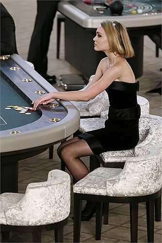 Lily-Rose Depp là gương mặt trẻ đầy triển vọng, đồng thời là con gái yêu của nam tài tử Johnny Depp.