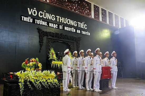 Lễ tang của nhạc sĩ An Thuyên được thực hiện theo nghi thức quân đội cấp nhà nước.