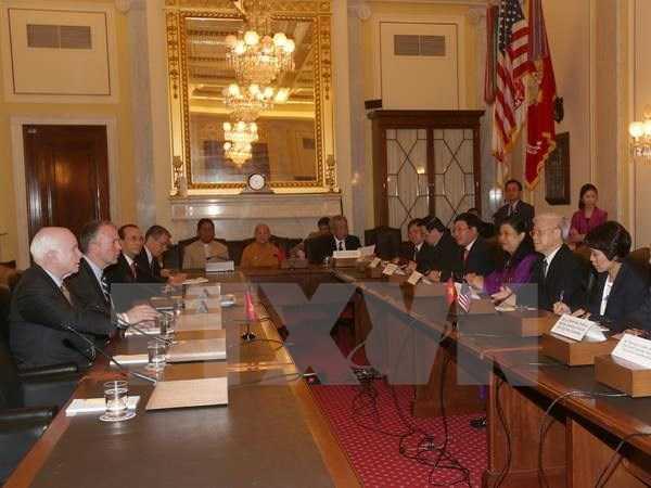Ngày 8/7/2015, tại Trụ sở Thượng viện ở Thủ đô Washington, Tổng Bí thư Nguyễn Phú Trọng gặp Thượng Nghị sĩ Hoa Kỳ John Mc. Cain