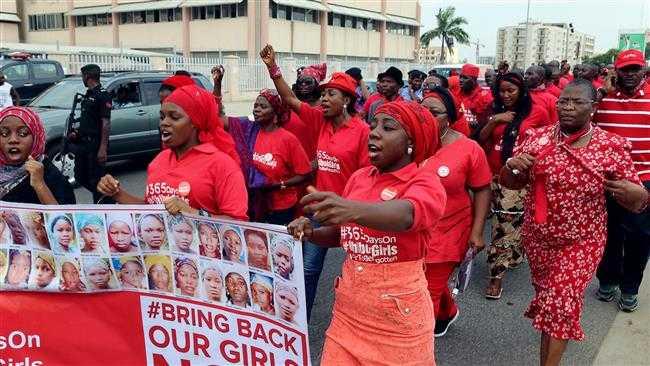 Gia đình các nữ sinh bị bắt cóc tuần hành yêu cầu tổng thống tìm cách giải cứu các nạn nhân
