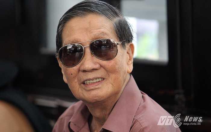 Nhạc sĩ Phạm Tuyên dù tuổi cao sức yếu vẫn có mặt để tiễn biệt nhạc sĩ An Thuyên (Hà Thành)
