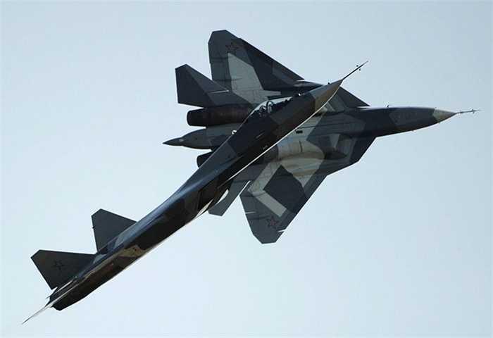 Tiếp theo trong danh sách là chiến cơ tàng hình thế hệ thứ 5 hiện đại nhất của Nga, Sukhoi T-50