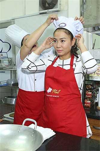 Trong buổi nấu ăn còn có sự tham gia của người mẫu Minh Triệu, Hữu Long và MC Quỳnh Hoa.