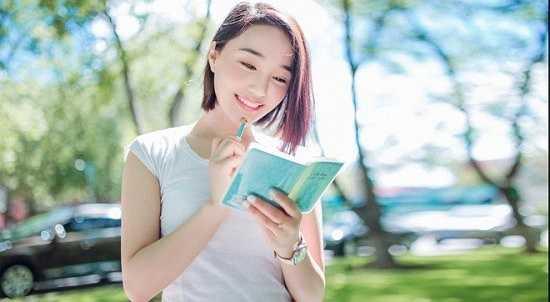 Tiêu Tuệ được biết đến rộng rãi qua tác phẩm điện ảnh đầu tay 'Thời thanh xuân ai mà không nhiệt huyết' hợp tác cùng đạo diễn Lưu Vũ Manh.