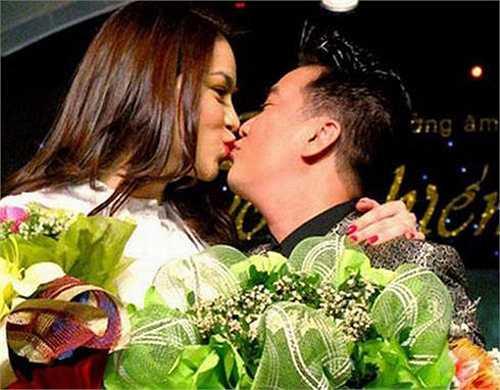 Năm 2009, Đàm Vĩnh Hưng không ngần ngại khóa môi Hồ Ngọc Hà trên sân khấu trao giải Cống hiến.