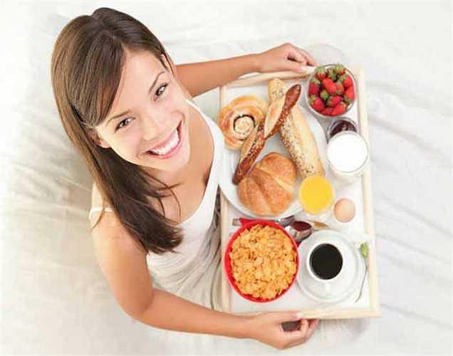 7. Tốc độ ăn: Bạn không nên vội vàng mà nên giữ bình tĩnh trong khi ăn thì tốt hơn.