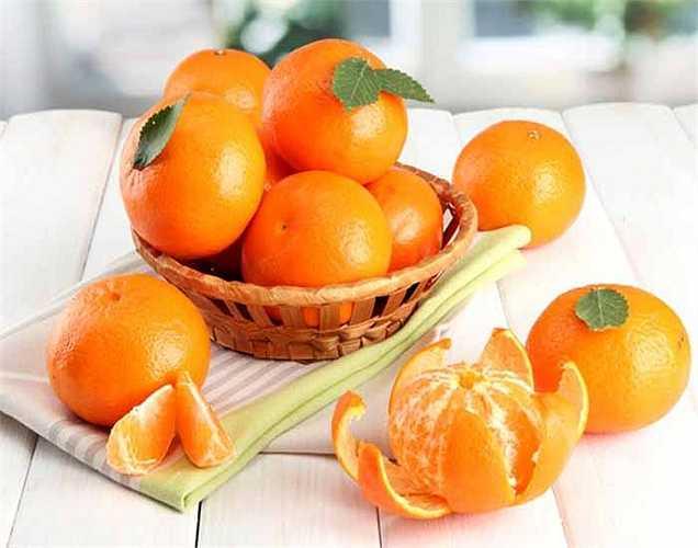 Vitamin C: Là một chất chống oxy hóa đã được chứng minh để chống lại tác nhân gây tổn hại các gốc tự do DNA. Nguồn tự nhiên của vitamin C có trong cải cải bruxen, cải xanh, dâu tây và các loại trái cây họ cam quýt.