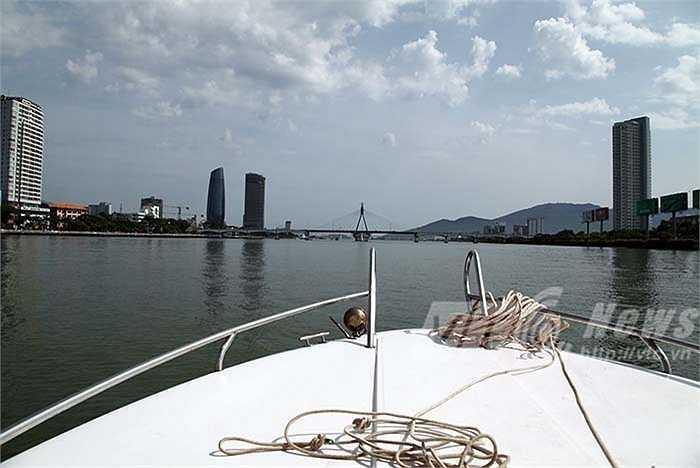 Ngắm nhìn thành phố Đà Nẵng từ sông Hàn