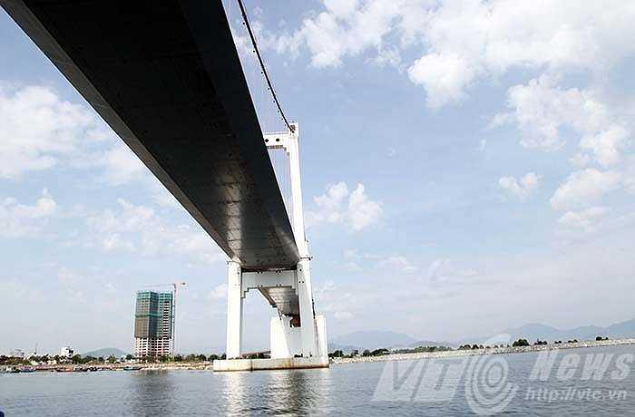 Cầu Thuận Phước như dải lụa vắt qua cửa Hàn
