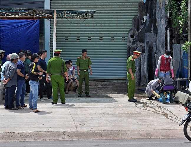 Tại những khu vực tìm kiếm, lực lượng công an không cho người dân đến gần, được bảo vệ nghiêm ngặt.
