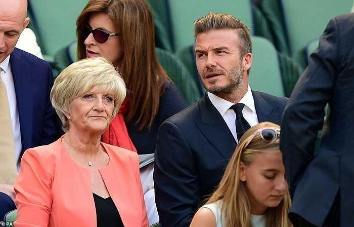 Cựu danh thủ người Anh có mặt cùng mẹ, bà Sandra