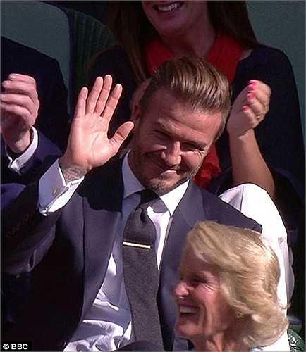 Cú ném bóng mang đúng thương hiệu Beckham, cả về lực lẫn độ chuẩn xác