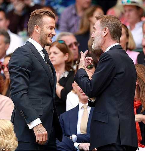 Ngay sau khi trận đấu kết thúc, Beckham đã tiếp một loạt người hâm mộ