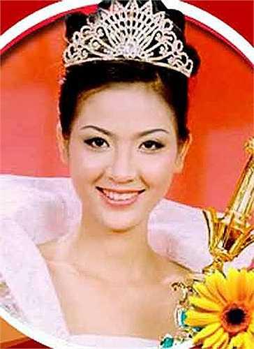 Cô được ca tụng là một trong những Hoa hậu Việt Nam sở hữu gương mặt hoàn hảo nhất.