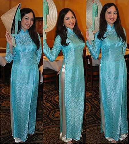 Hoa hậu Việt Nam 1986 đẹp thướt tha với tà áo dài.