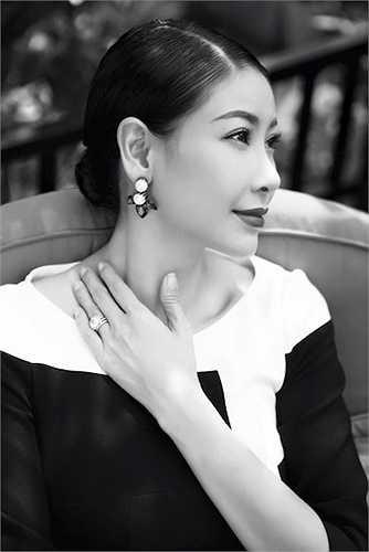 Trải qua nhiều biến cố cuộc đời, hoa hậu Việt Nam 1992 vẫn đẹp rạng rỡ, quý phái.