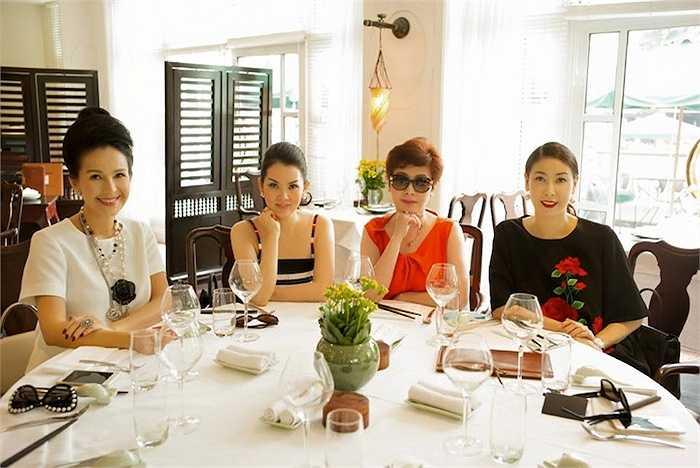Ngoài thời gian chăm sóc con, Kiều Anh còn thường xuyên tham gia những bữa tiệc với những người bạn thân.