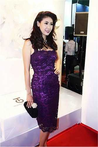 Bởi lẽ Hà Kiều Anh sở hữu nhiều váy áo hàng hiệu.