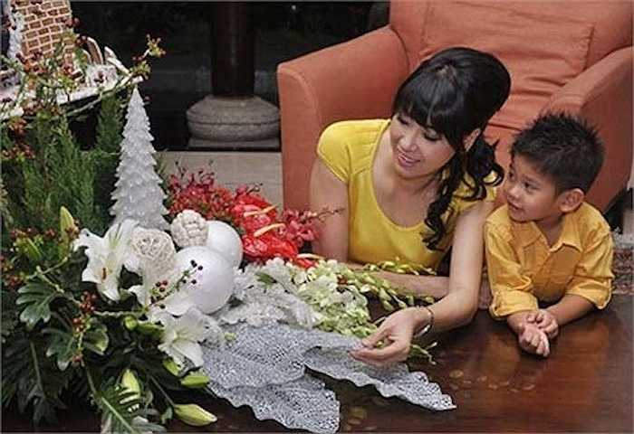 Vì vậy, cuộc sống của Hà Kiều Anh bên chồng rất đầy đủ, viên mãn.
