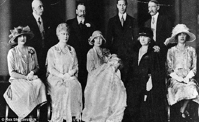 Lễ rửa tội của Công chúa Elizabeth, giờ là Nữ hoàng Elizabeth II, vào ngày 29/5/1926 tại Cung điện Buckingham