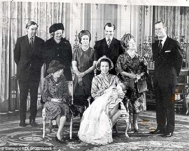 Lễ rửa tội cho cháu trai đầu tiên của nữ hoàng Elizabeth II, Peter Phillips, là con của Công chúa Anne và Quận công Phillips