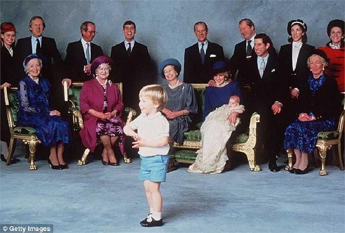 Lễ rửa tội cho Hoàng tử Harry, con trai Công nương Diana và Thái tử Charles, và là em trai của Hoàng tử William
