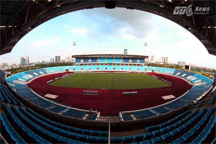 Tuy nhiên, hướng tới cộng đồng yêu bóng đá Việt Nam, một phần giảm tải giá vé cho người hâm mộ, Khu Liên hợp cũng đã đưa ra mức giá thuê sân thấp hơn nhiều so với quy định... (Ảnh: Quang Minh)