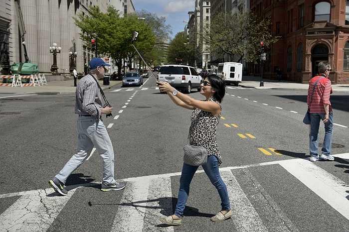 Người thích selfie trên toàn thế giới đã không ít lần rơi vào những tình huống nguy hiểm