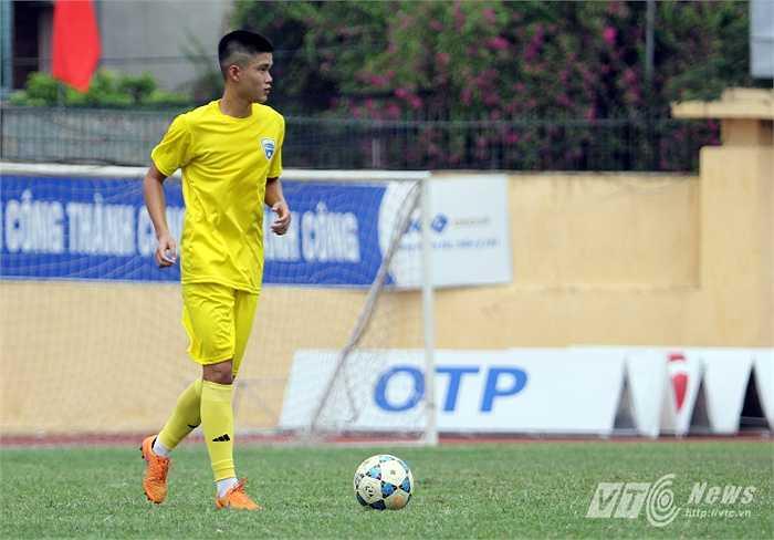 Lục Xuân Hưng nhiều khả năng sẽ thay thế trung vệ người Hà Lan. Và Xuân Hưng không lạ gì Công Phượng khi đã sát cánh cùng tiền đạo HAGL ở U19 Việt Nam.