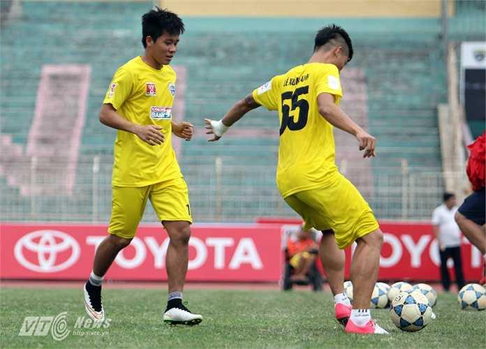 Trong khi đó tiền đạo từng đá cặp với Công Phượng trên tuyển U23 Việt Nam là Lê Thanh Bình cũng sẽ có cơ hội lớn vào sân.