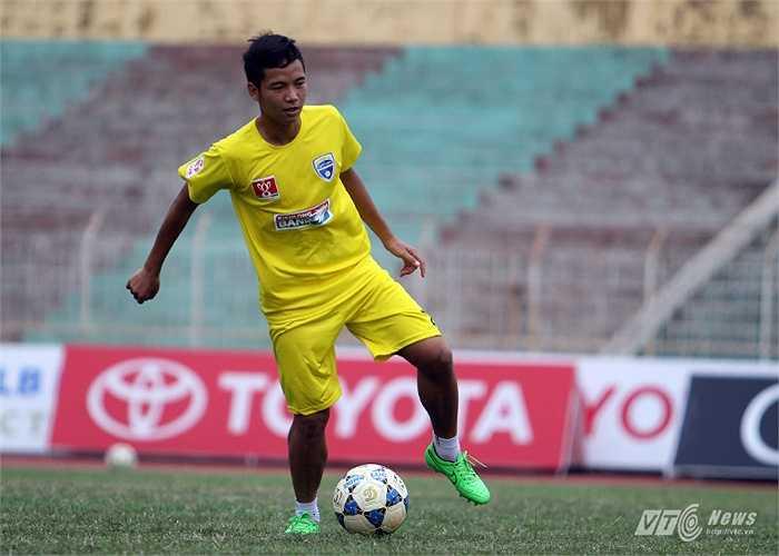 Ở hàng tiền vệ, Tuấn Anh, Xuân Trường có thể phải giáp mặt với một đồng đội ở U23 Việt Nam khác là Hữu Dũng.