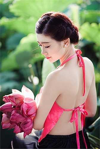 Những shoot hình đầy tươi tắn của Khánh Ly.