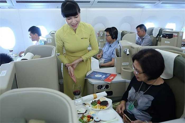 Hành khách Hạng Thương gia trên siêu  máy bay  Boeing 787 - 9 Dreamliner và Airbus A350 XWB của Vietnam Airlines được hưởng dịch vụ ăn uống mang đẳng cấp quốc tế với chất lượng cao nhất.