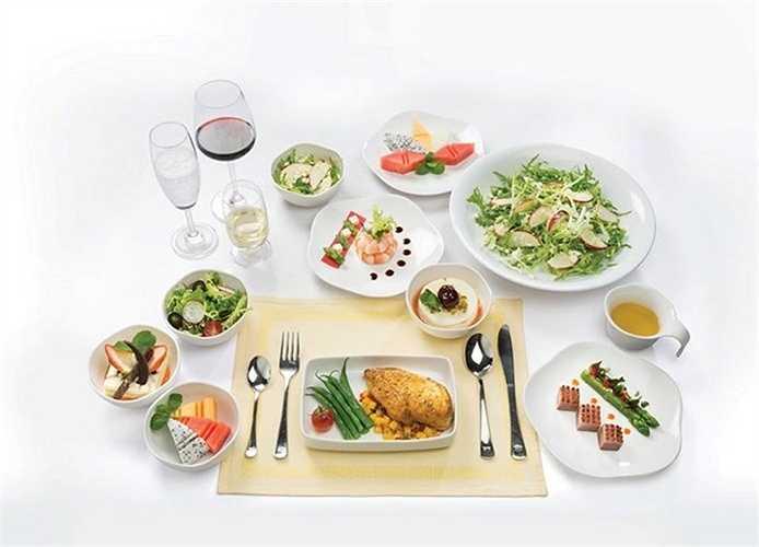 Đặc biệt, hãng Vietnam Airlines còn phục vụ nhiều loại rượu hảo hạng trên khoang Thương gia. Các món ăn trên máy bay của hãng rất phong phú và đa dạng.