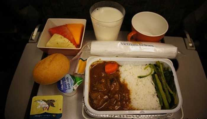 Trong ảnh là món cơm bò – món ăn được coi là truyền thống của Vietnam Airlines, phục vụ cả trong những chặng bay quốc tế và trong nước.