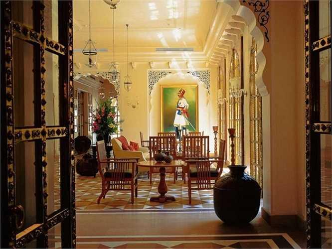 5. The Oberoi Rajvilas, Jaipur, Rajasthan, Ấn Độ: Khu ngủ mát 5 sao này có 2 nhà hàng đa ẩm thực, quầy bar, bể bơi, hồ bơi riêng trong các căn biệt thự sang trọng, trung tâm thể dục, spa...